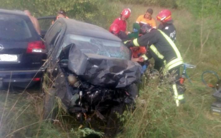 Lugoj Expres Impact violent între două mașini, după ce o șoferiță a intrat pe contrasens. Cinci persoane au fost rănite violent victime Țipari spital șoferiță impact DJ 609 Coșteiu contrasens cinci răniți accident