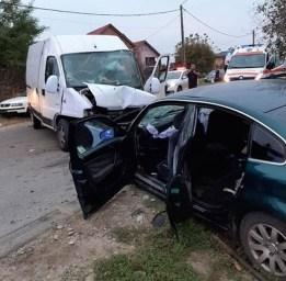 Lugoj Expres Accident grav, la Lugoj! Trei minori și trei adulți au fost răniți victime vătămare corporală persoane rănite minori răniți Lugoj Hezerișului dosar penal depășire neregulamentară accident