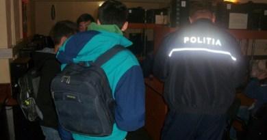 """Lugoj Expres Razii prin baruri! Elevii chiulangii, căutați de profesori și polițiști școli razii profesori prevenire polițiști locali Lugoj Liceul Teoretic """"Coriolan Brediceanu"""" Lugoj elevi chiulangii delicvența juvenilă baruri"""