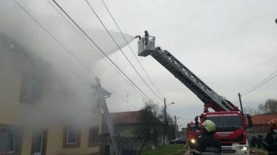 Lugoj Expres Incendiu puternic la o casă din Măguri pompierii lugojeni pompieri Măguri ISU Timiș incendiu coș de fum casă ardere