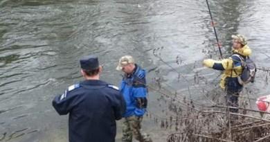 Lugoj Expres Nouă pescari, sancționați contravențional râul Timiș pescuit pescari permis jandarmi domeniul piscicol amenzi acvacultura
