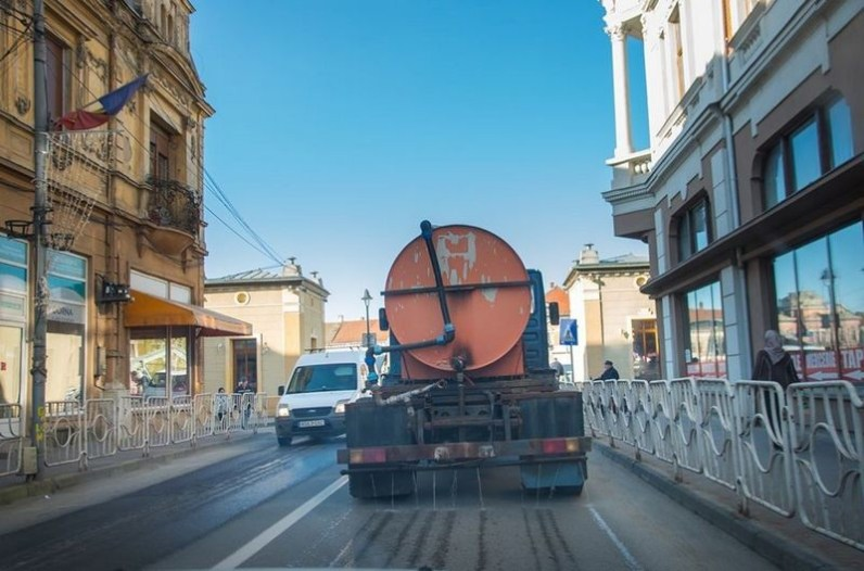 Lugoj Expres Se dezinfectează străzile, parcurile și locurile de joacă din Lugoj străzi Lugoj primăria lugoj prevenire parcuri măsuri Lugoj locuri de joacă dezinfecție dezinfectare străzi coronavirus