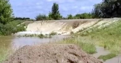 Lugoj Expres Digul de la Pohalma, care a cedat la inundații, va fi reparat Timiș reparat proiecte Prefectura Timiș prefectul de Timiș Pohalma pagube Lugoj investiții inundații evaluare dig autorități Apele Române