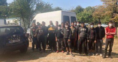 Lugoj Expres Microbuz cu 20 de migranți sirieni, depistat la Lugoj trecere frauduloasă a frontierei trafic de migranți polițiștii de frontieră migranți sirieni microbuz cetățean sârb