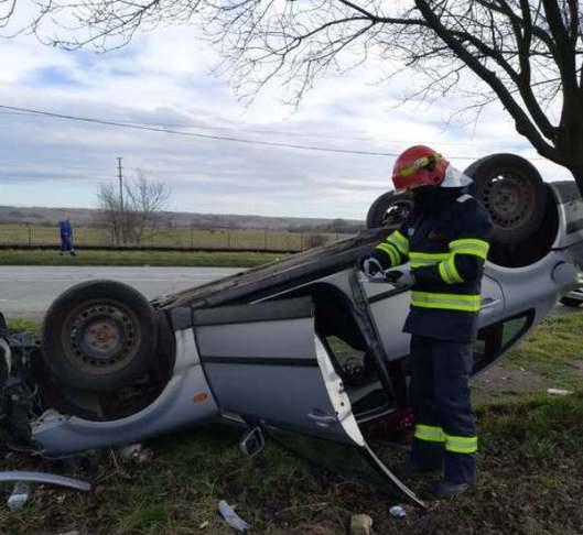 Lugoj Expres Autoturism răsturnat, la ieșirea din Lugoj șoferiță Lugoj circulație autoturism răsturnat accident Lugoj accident