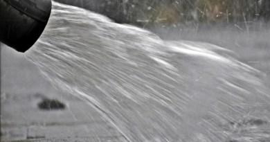 Lugoj Expres Lugojenii vor continua să plătească... taxa pe apa de ploaie taxă pe apa de ploaie taxă Lugoj taxă apa meteorică taxă tarif taare societate apă-canal canalizare apa pluvială apa meteorică apa de ploaie