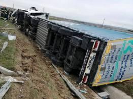 Lugoj Expres Accident pe autostrada A1. O persoană a fost rănită Traian Vuia trafic locat persoană rănită Margina Impact violent coliziune autotren răsturnat autostrada A1 accident A1 accident