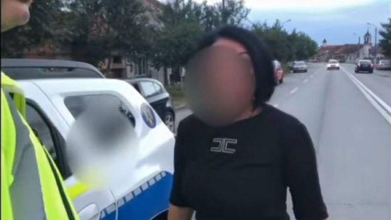 """Lugoj Expres Șoferiță, oprită în trafic, la Lugoj: """"Băi tâmpitule, nu sunt beată! Sunt persoană publică!"""" trafic șoferiță agitată șoferiță nu sunt beată fără permis ceartă băuturi alcoolice"""
