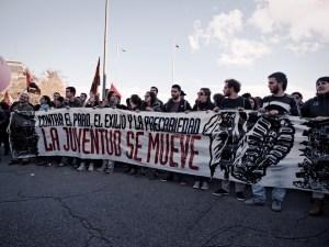 """Pancarta contra el paro, el exilio y la precariedad. """"Marchas de la Dignidad"""" en Madrid. Manifestación contra el paro, la precariedad y los recortes del Partido Popular. By Luis F. Roncero"""