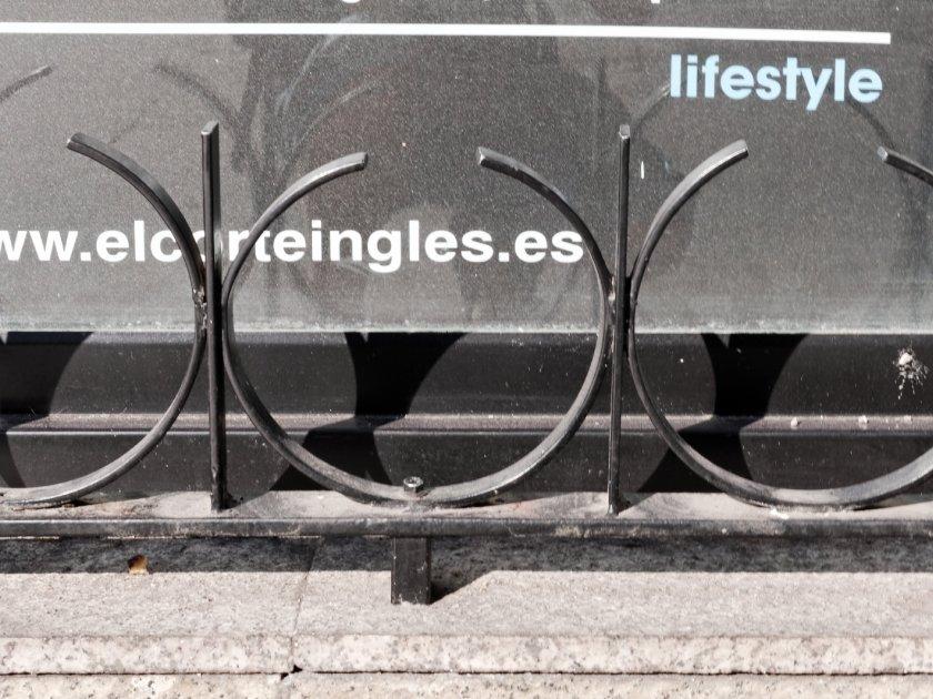 El Corte Inglés protege sus escaparates. Fotografía de Luis F. Roncero.
