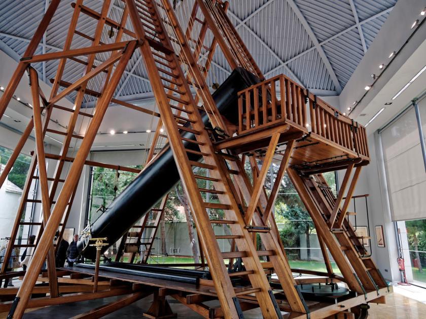 Telescopio de William Herschel en el Real Observatorio Astronómico de Madrid. Fotografía de Luis F. Roncero.