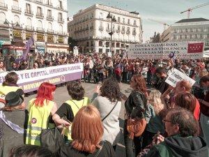 Manifestantes feministas llenan la Puerta del Sol con pancartas por la igualdad y contra la violencia machista. Manifestación el Día Internacional de la Mujer en Madrid. By Luis F. Roncero