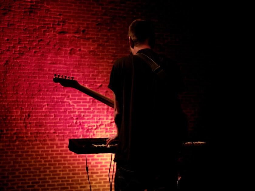 Ander Carballo al teclado. Concierto de Jardín de la Croix en el Centro Conde Duque de Madrid durante el Gastrofestival 2016. Fotografía de Luis F. Roncero.