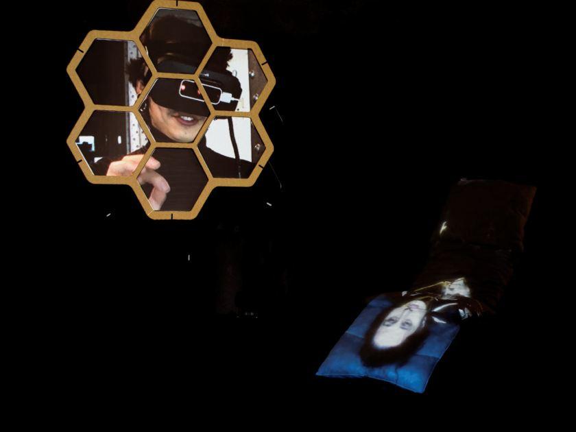Instalación de videomappung realizada por el colectivo AVFLOSS en Medialab Prado. Fotografía de Luis F. Roncero.