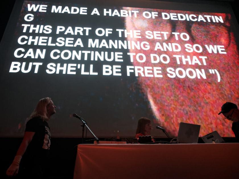 Holly Herndon visuales de Chelsea Manning en directo. Concierto del festival Electrónica en Abril de La Casa Encendida, Madrid. Fotografía de Luis F. Roncero.