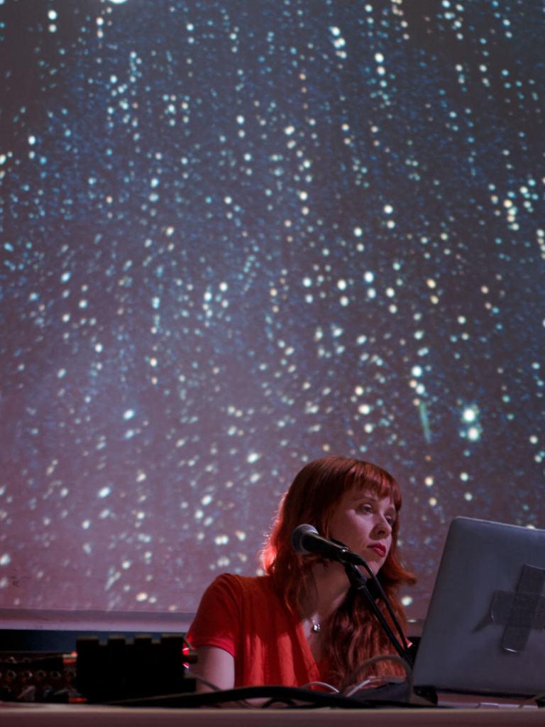 Holly Herndon visuales en directo. Concierto del festival Electrónica en Abril de La Casa Encendida, Madrid. Fotografía de Luis F. Roncero.