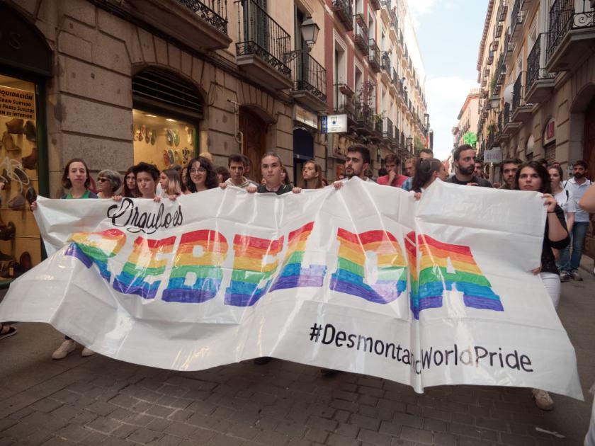 Orgullo es rebeldía. Manifestación del Orgullo Crítico en Madrid. Fotografía de Luis F. Roncero.