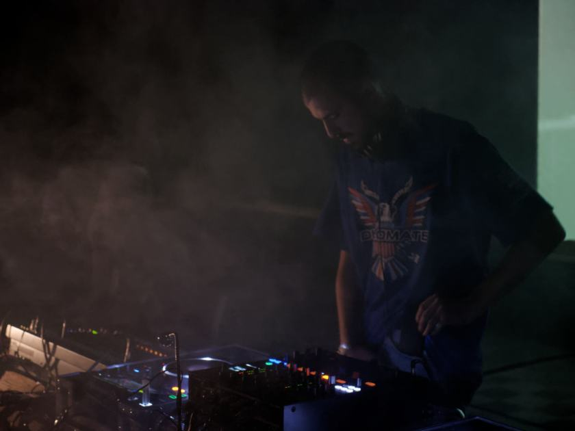 Snowy Beatz, del sello Total Trax, en directo en Matadero Madrid. Sesión #BRINGYOUROWNPILLOW. Fotografía de Luis F. Roncero.