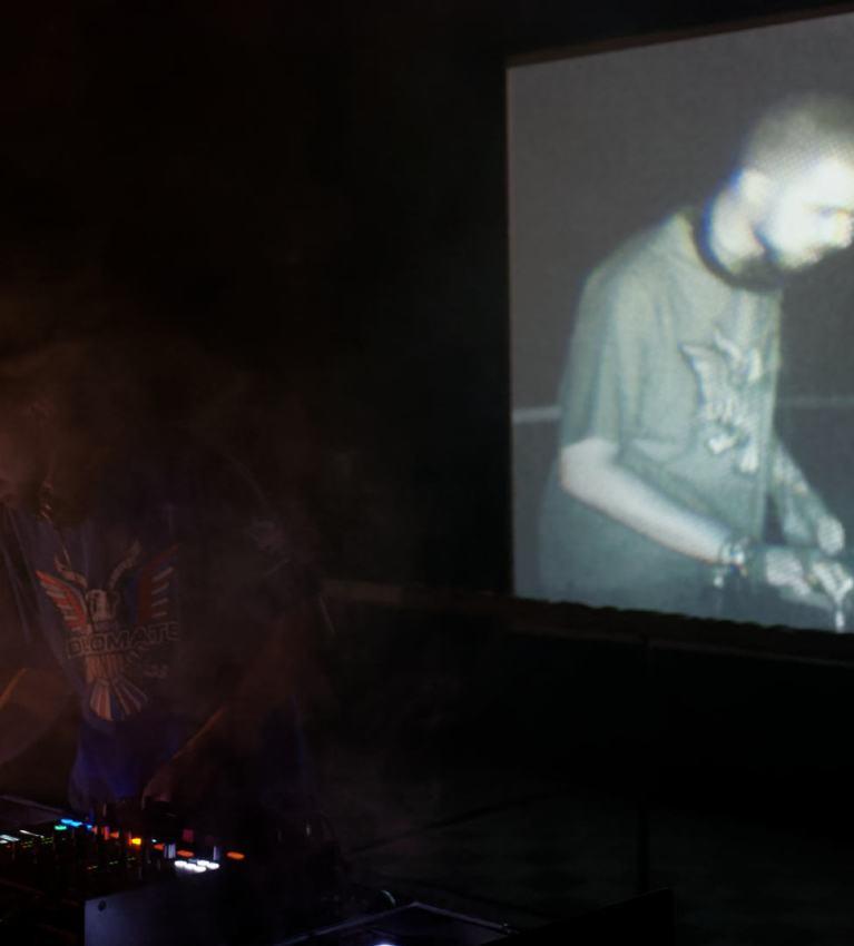 Snowy Beatz, de Total Trax, en directo en Abierto por Obras, Matadero Madrid. Fotografía de Luis F. Roncero.