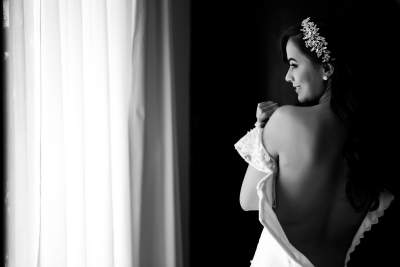 Bride Getting Ready by Luis Ibarra Wedding Photographer in Mexico