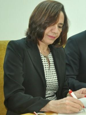 Secretária Áurea Prazeres