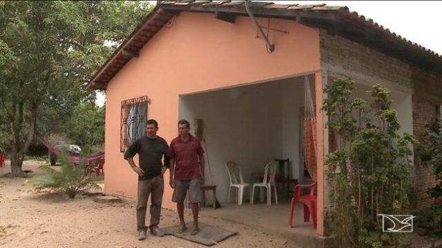 Comunidade alega que alguns moradores chegaram a ser expulsos das suas casas