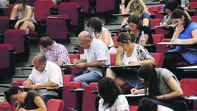 Andalucía convocará este año 8.045 plazas de empleo público en educación, sanidad y Administración General