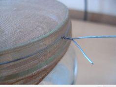 Dokręcenie drutu obejmującego rajstopę