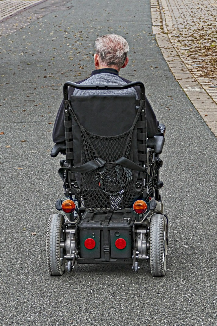 wheelchair-users-2814628_1280
