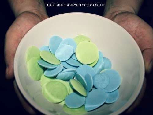 Frozen yoghurt drops, healthy treats at Easter from lukeosaurusandme.co.uk