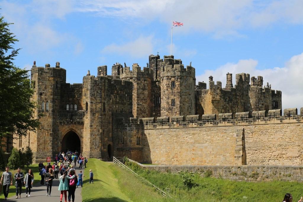 Top 8 places every Potterhead should visit at https://lukeosaurusandme.co.uk Harry Potter fans should visit Alnwick Castle