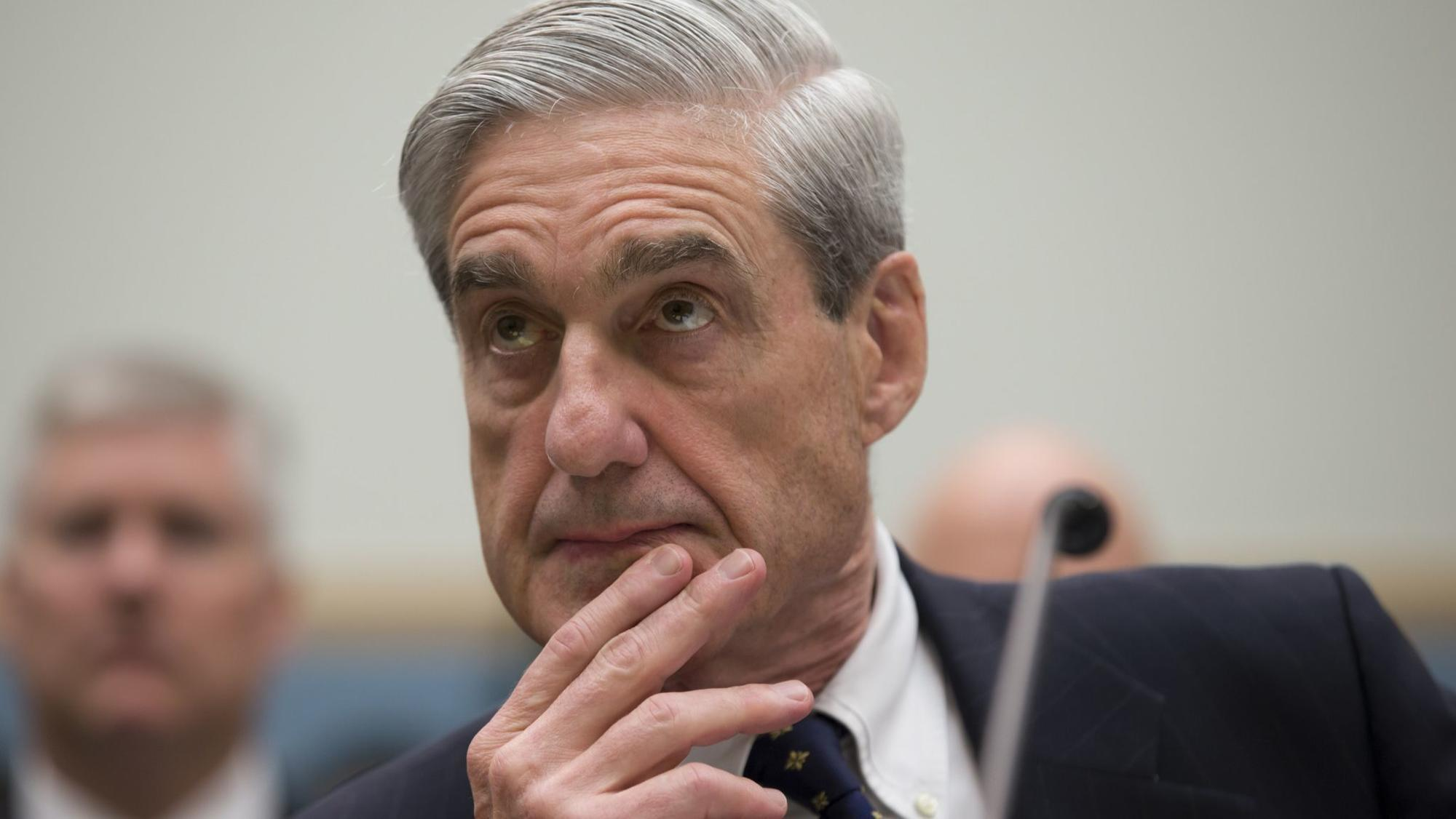 Russian Twitter account gives out classified information about Mueller to discredit him.