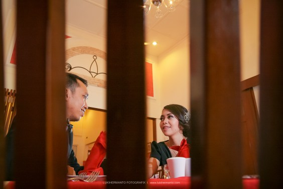 Foto prewedding di cafe