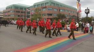 Nach der Polizei marschierten die Rangers auf. In roter Baseballcap und rotem Pulli, sowie Tarnfarbenhosen und schwarzen Stiefeln. Die Ranger sind der Armee unterstellt, arbeiten jedoch freiwillig und in ihrer Freizeit.