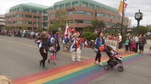 Der japanische Verein hatte keinen Tanz einstudiert, bestach aber durch japanische Kleidung und Flaggen.