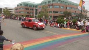 Ein weiterer VW Kaefer, komplett im rot-weissen Kanada Design.