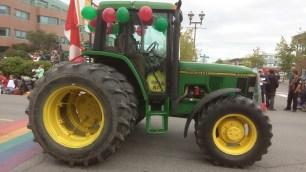 Ein schoen grosser John Deere Traktor durfte auch nicht fehlen.
