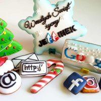 Pierniki reklamowe – Duża śnieżynka z logo, Świąteczne ciasteczka, Lukrowane pierniczki z logo, ciastka bożonarodzeniowe dla firm, personalizowane zestawy świąteczne dla firm – Basia sweets