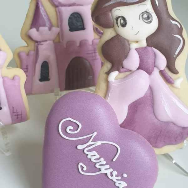 ciasteczka urodzinowe dla dziewczynki, księżniczki, ciastka lukrowane, ręcznie lukrowane ciasteczka Basia sweets