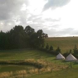 bell-tents-and-lake-wedding-guest-accomodation