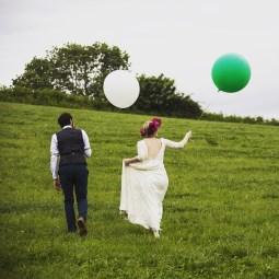 bride-and-groom-holding-ballons