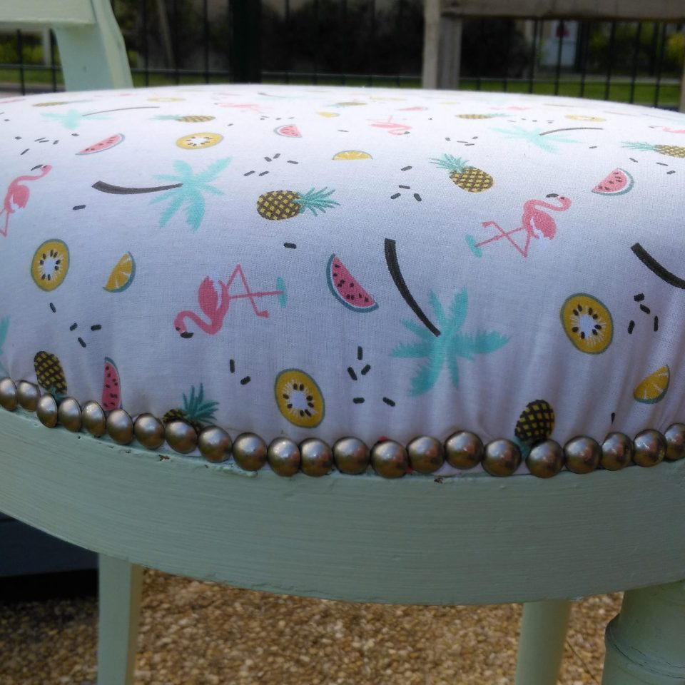 Relooking chaise - clous