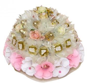 Торт из цветов и конфет
