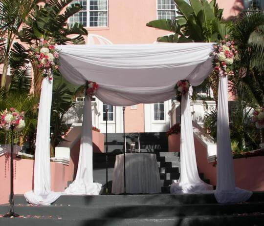 Четырехугольная свадебная арка