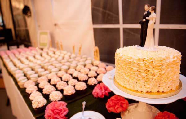 свадебный торт из маленьких тортиков фото