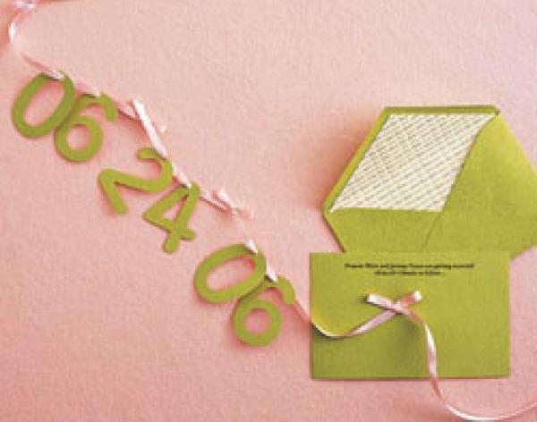 Приглашение с датой свадьбы.