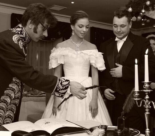 молодожены в костюмах 19 века