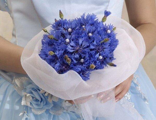 Синий букет и голубое платье