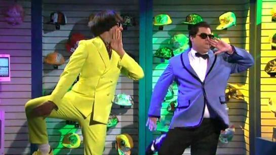 Ярко-желтый и синий пиджак в клипе Gangnam Style