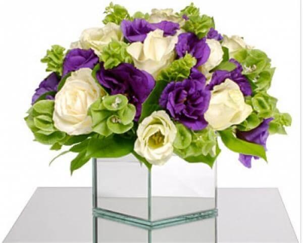 Свадебный фиолетовый букет с розами лимонного цвета